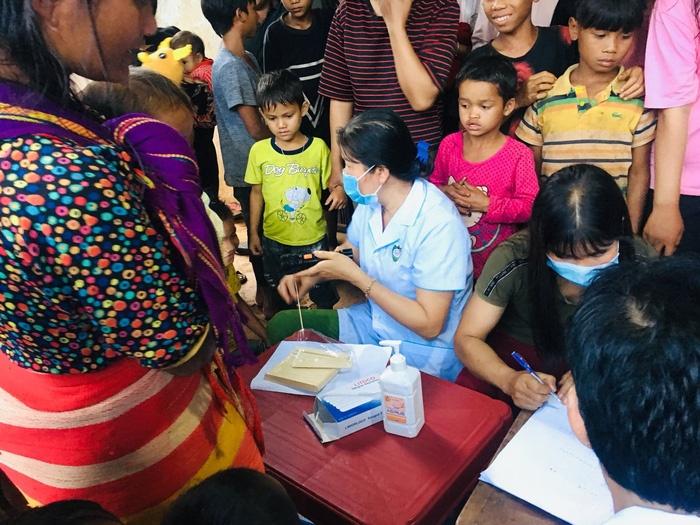 Một làng có tới 13 trường hợp dương tính với vi khuẩn bạch hầu