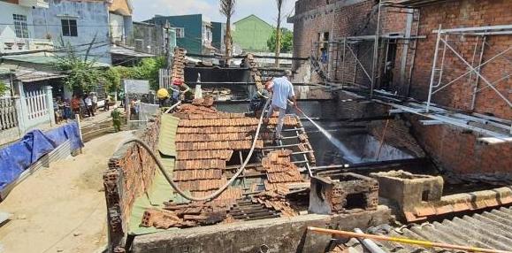 Hỏa hoạn thiêu rụi 2 ngôi nhà tại thành phố Quảng Ngãi