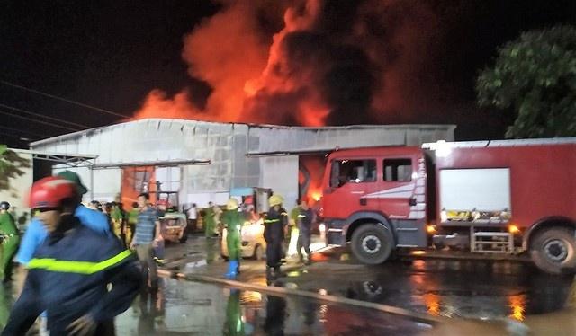 Cháy hàng nghìn m2 nhà xưởng của công ty hoạt động trong lĩnh vực nội thất