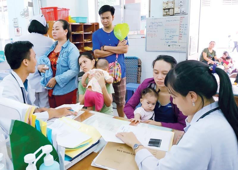 Trẻ nhập viện tăng cao do thời tiết nắng nóng kéo dài