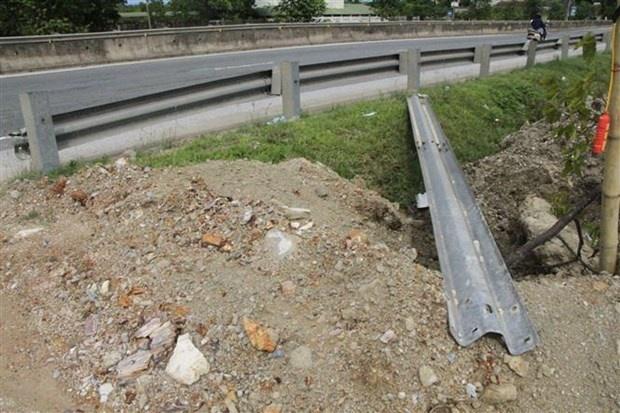 Người dân tự ý phá kết cấu giao thông trên tuyến Quốc lộ 1A, đoạn qua Hà Tĩnh
