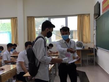 13 thi sinh bi dinh chi thi trong ngay dau tien