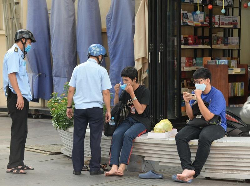 Thành phố Hồ Chí Minh xử phạt 841 trường hợp không đeo khẩu trang nơi công cộng