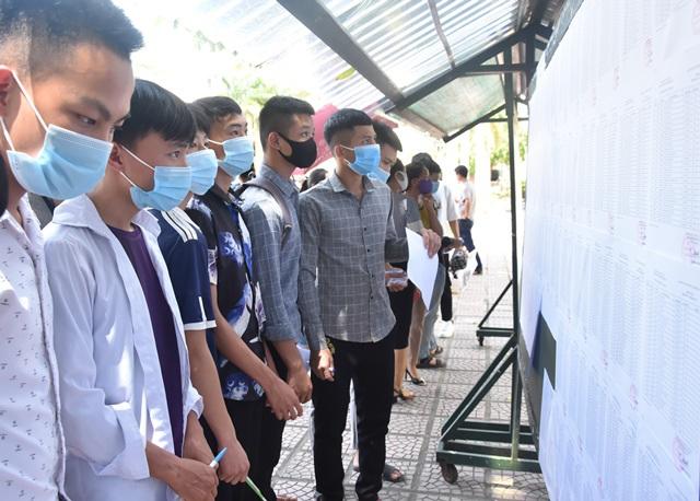 Các thí sinh ở Điện Biên hoàn thành bài thi dự bị môn Địa lý