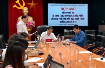 trao tang thuong cho 15 tac pham ly luan phe binh van hoc nghe thuat xuat ban nam 2019