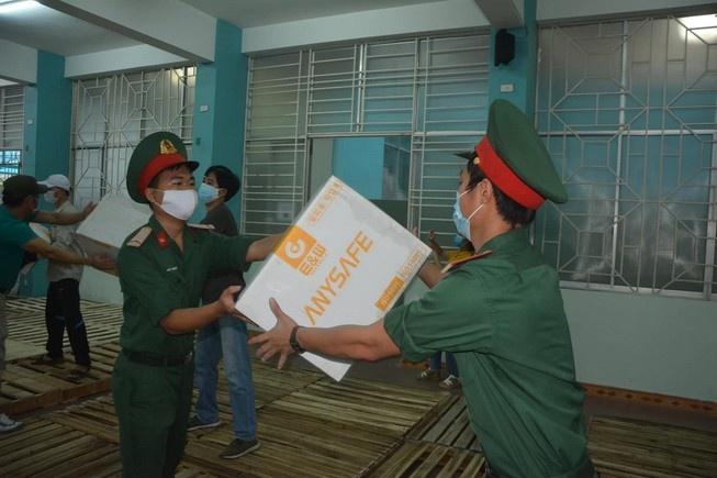 Tiếp nhận 80 tấn vật tư hàng hóa phòng, chống dịch COVID-19