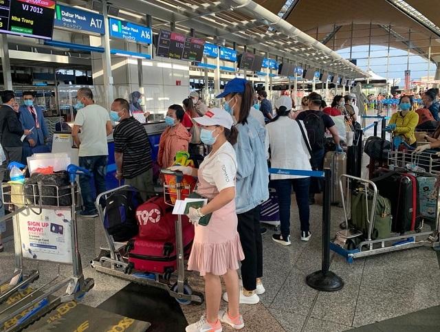 Đưa gần 240 công dân Việt Nam từ Malaysia về nước