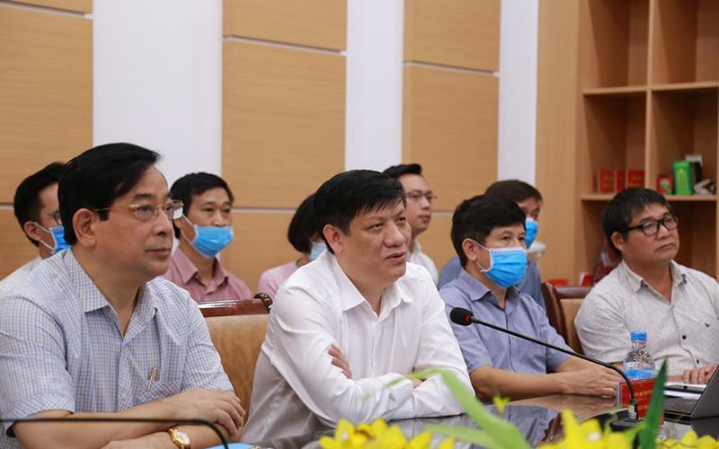 Hỗ trợ hai bệnh viện tuyến đầu chống dịch ở Huế và Quảng Nam
