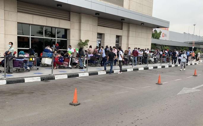 Đưa hơn 340 công dân Việt Nam từ Angola về nước