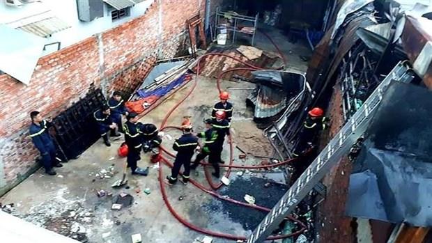 Hỏa hoạn thiêu rụi nhiều căn nhà trọ ở Quận 9