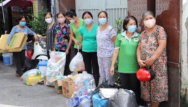 Đổi rác thải nhựa lấy gạo để bảo vệ môi trường