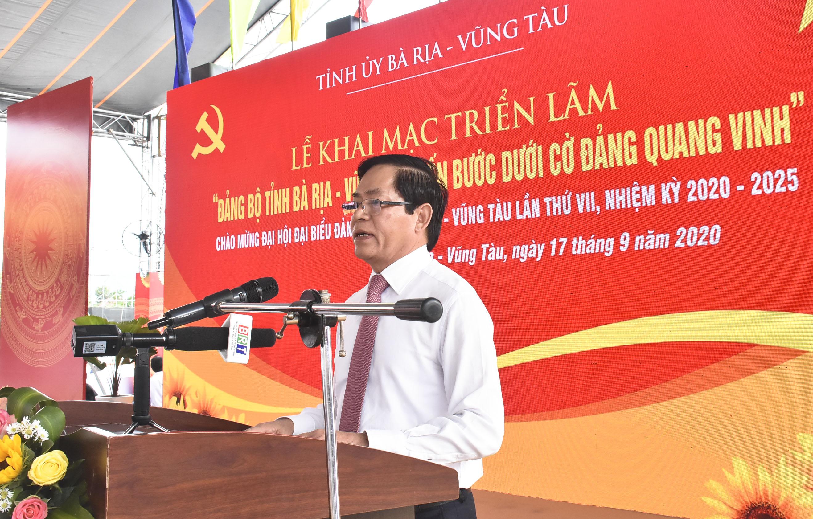 """Khai mạc triển lãm """"Đảng bộ tỉnh Bà Rịa-Vũng Tàu tiến bước dưới cờ Đảng quang vinh"""""""