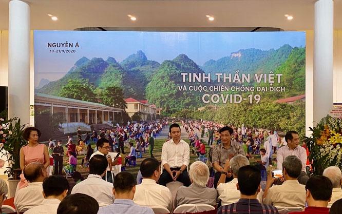 """Triển lãm và ra mắt sách ảnh """"Tinh thần Việt và cuộc chiến chống đại dịch COVID-19"""""""