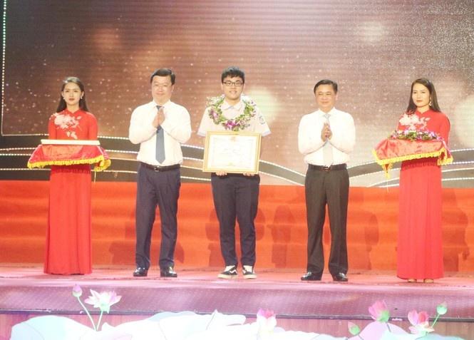 Tuyên dương học sinh đoạt giải quốc tế, quốc gia và đạt kết quả cao tại kỳ thi tốt nghiệp THPT năm 2020