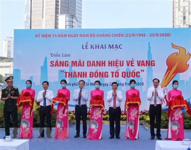 trien lam anh sang mai danh hieu ve vang thanh dong to quoc