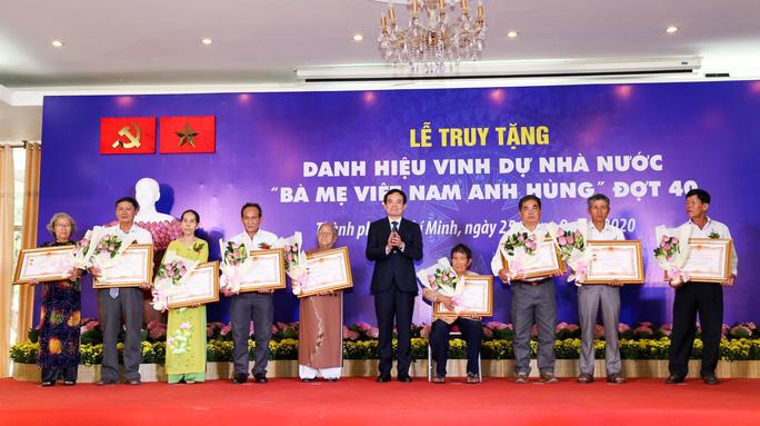 Truy tặng danh hiệu vinh dự Nhà nước Bà Mẹ Việt Nam Anh hùng