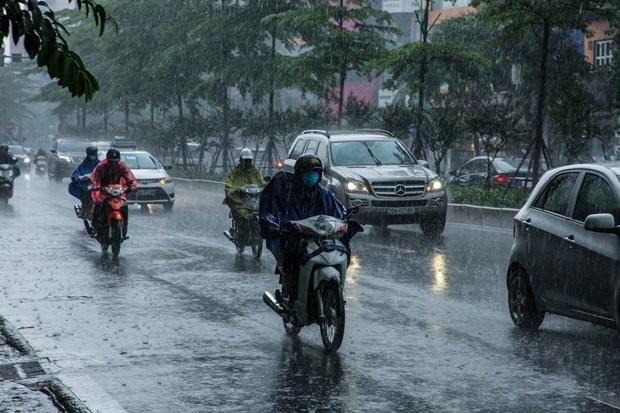 Các khu vực trên cả nước có mưa rào và dông, đề phòng vùng xoáy thấp trên biển