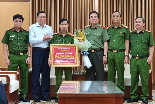 Chủ tịch UBND thành phố Đà Nẵng thưởng nóng Ban chuyên án phá đường dây đánh bạc trên mạng