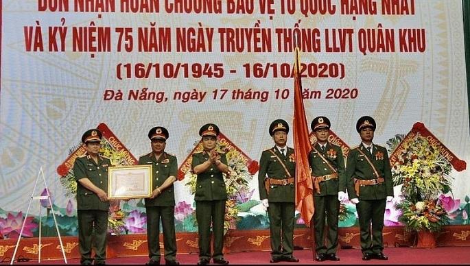 quan khu 5 vinh du don nhan huan chuong bao ve to quoc hang nhat