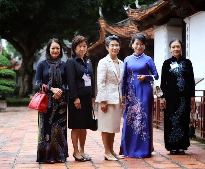 Phu nhân Thủ tướng Nhật Bản thăm Văn Miếu Quốc Tử Giám và Bảo tàng Phụ nữ Việt Nam