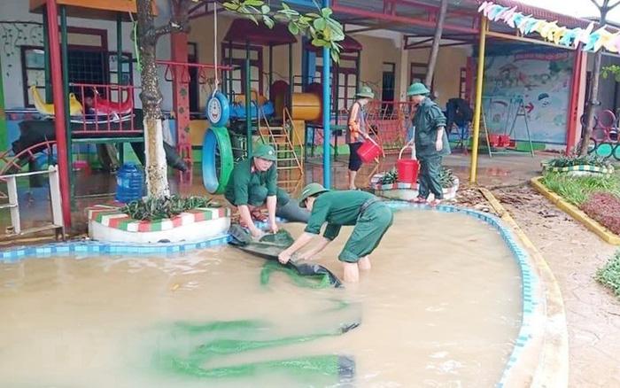 Nước rút nhanh, người dân khẩn trương khắc phục hậu quả mưa lũ