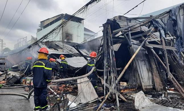 Khống chế đám cháy tại chợ Phường 8, thành phố Cà Mau