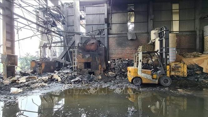 Nổ lò hơi trong xưởng sản xuất giấy, khiến 2 người thương vong