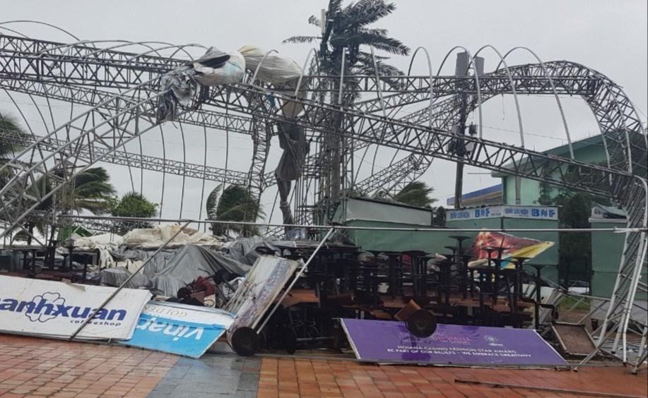Đà Nẵng có gió giật mạnh, mưa to, gió thổi bay, nhiều bảng biển quảng cáo
