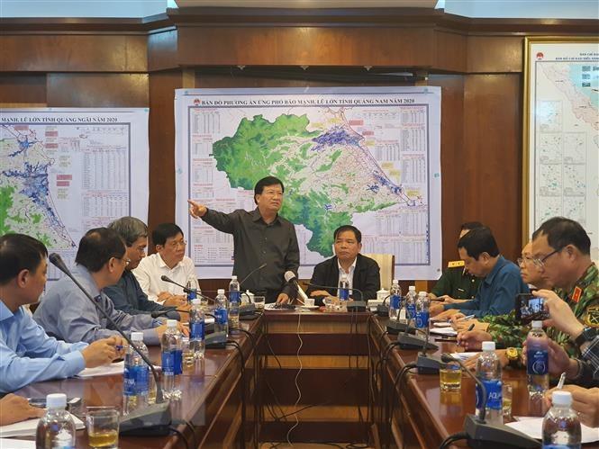Phó Thủ tướng Chính phủ Trịnh Đình Dũng yêu cầu di chuyển các tàu đang ở vùng nguy hiểm vào nơi an toàn