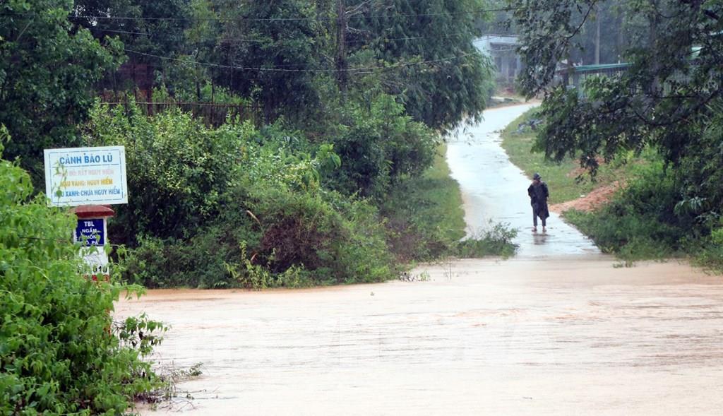 Không khí lạnh gây mưa tại Bắc Bộ, lũ các sông tại Trung Bộ và Tây Nguyên đang lên