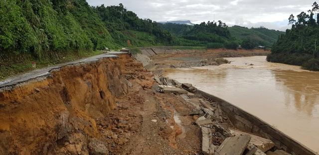 Thêm một vụ sạt lở núi vùi lấp 11 người tại huyện Phước Sơn