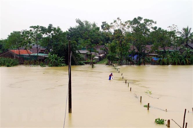 Một số hồ đập thủy lợi, thủy điện tiến hành xả lũ