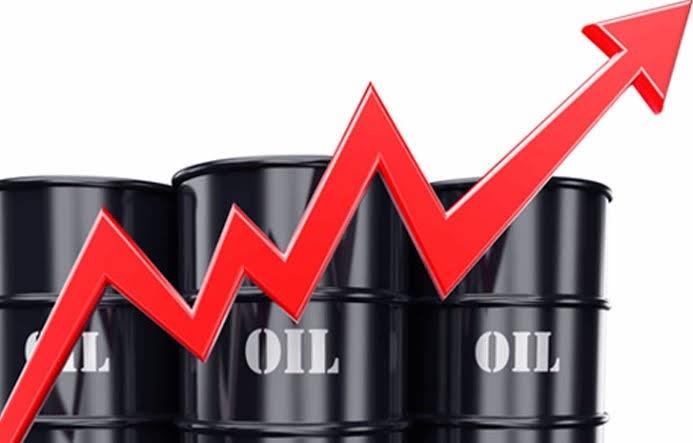 Giá xăng trong nước tiếp tục tăng mạnh, đạt mốc 25.000 đồng/lít