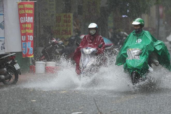 Áp thấp nhiệt đới suy yếu từ bão số 6 gây mưa to và rất to trên diện rộng