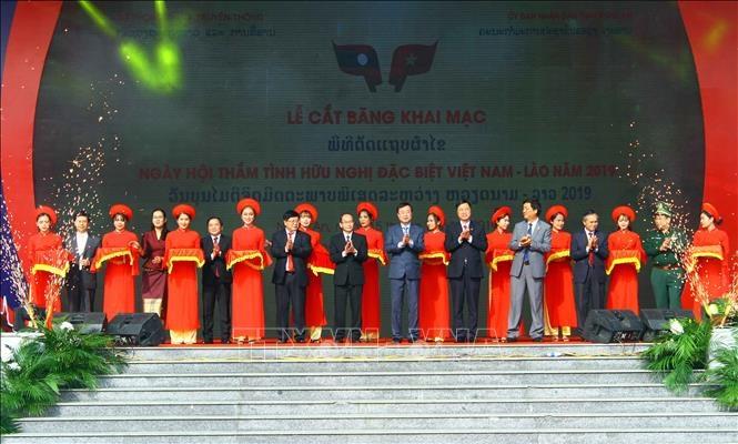 """Khai mạc Ngày hội """"Thắm tình hữu nghị đặc biệt Việt Nam – Lào"""""""