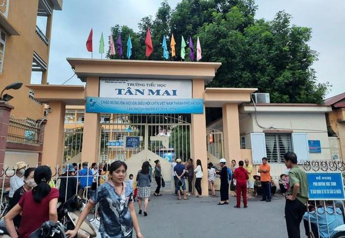 Nhiều học sinh Trường Tiểu học Tân Mai (Hà Nội) nghỉ học do bị cúm, sốt, viêm đường hô hấp trên