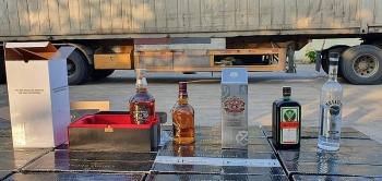 bat xe container cho hang tram thung ruou ngoai nhap lau