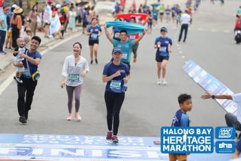 hon 2500 van dong vien tham gia giai marathon ben bo di san vinh ha long