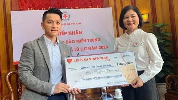 Hội Chữ thập đỏ Việt Nam tiếp nhận hơn 2 tỷ đồng ủng hộ đồng bào miền Trung