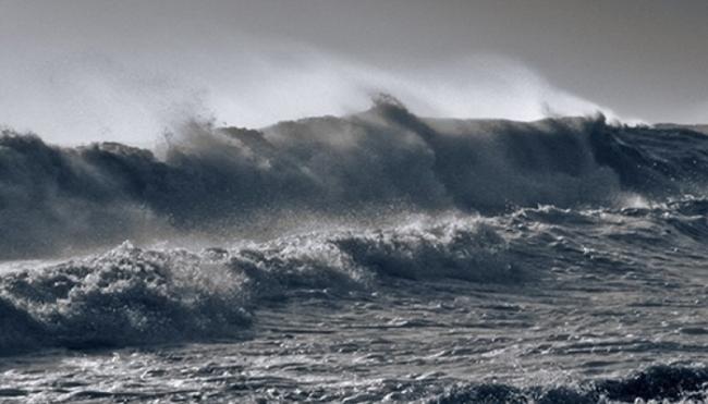 Khu vực Bắc Biển Đông biển động mạnh