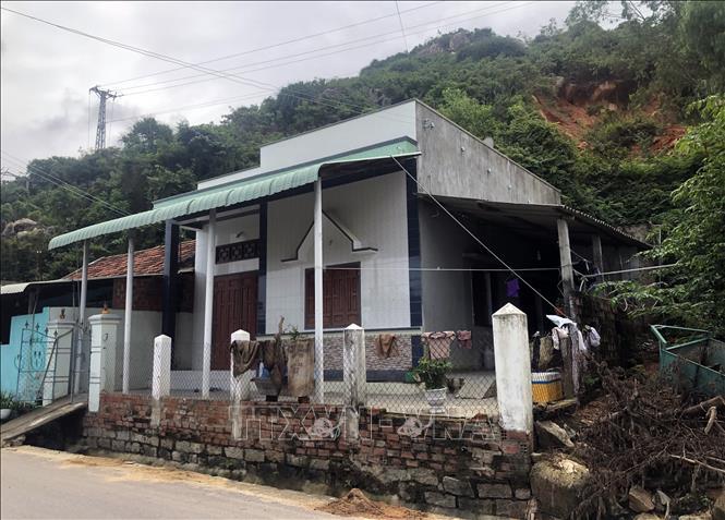 Xây dựng khu tái định cư cho hộ dân vùng sạt lở núi Gành
