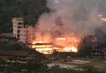 Hai nhà nghỉ homestay ở hồ Ba Bể bị lửa thiêu rụi