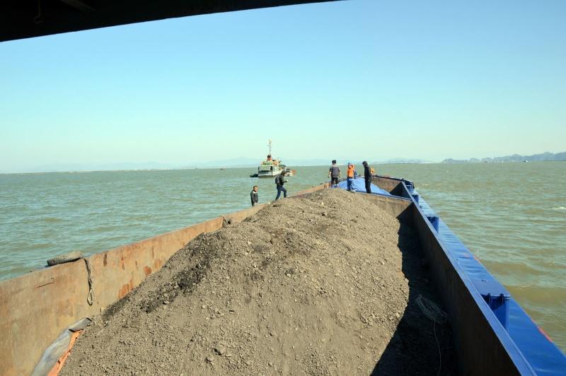Bộ Tư lệnh Vùng Cảnh sát Biển 1 tạm giữ 600m3 than không rõ nguồn gốc