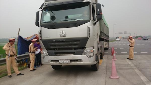 Tạm đình chỉ công tác hai lãnh đạo Đội Cảnh sát giao thông để xác minh, làm rõ việc can thiệp xử lý xe vi phạm tải trọng tại Đồng Nai