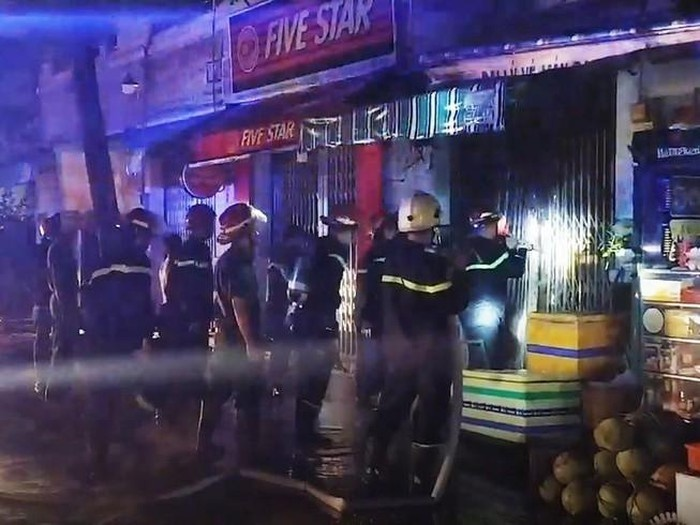 Cháy nhà trong đêm làm 3 người thiệt mạng