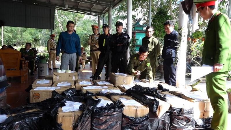 Bắt giữ 2 đối tượng có hành vi tàng trữ trái phép hơn 900 kg pháo 