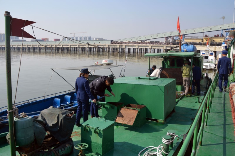 Bộ Tư lệnh Vùng Cảnh sát biển 1 tạm giữ 20.000 lít dầu FO không rõ nguồn gốc