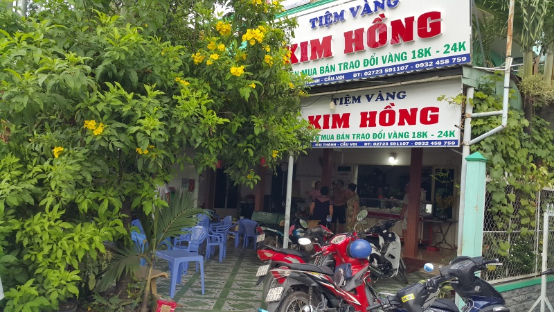 khen thuong cac ca nhan tap the pha thanh cong chuyen an trom tiem vang kim hong long an