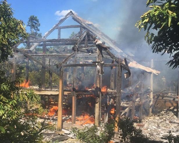 Hỏa hoạn thiêu rụi hai nhà sàn tại Sa Pa, Lào Cai
