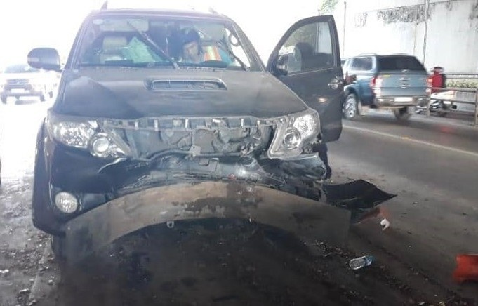Xe chở hàng lậu tự gây tai nạn trong đường hầm vượt sông Sài Gòn